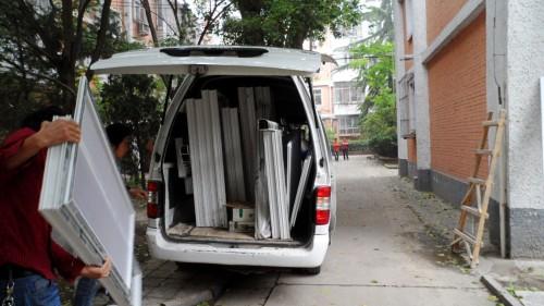 塑钢门窗装货下车