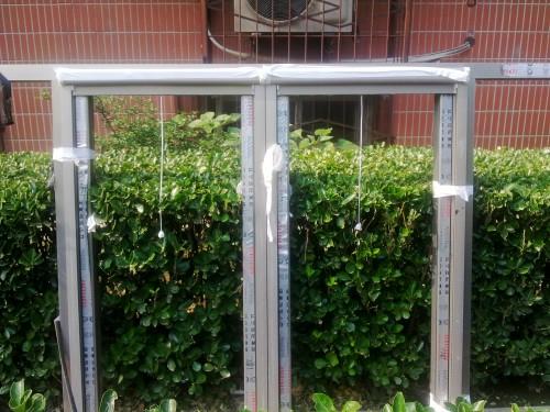 手机实拍西城区里仁街断桥铝门窗封阳台安装