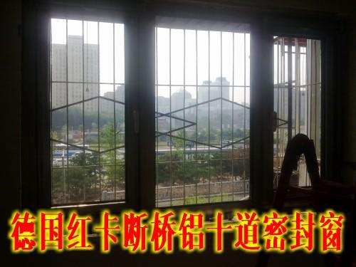 卧室的断桥铝门窗