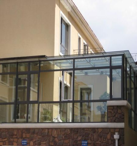 冬天保养铝合金门窗注意七点 高清图片