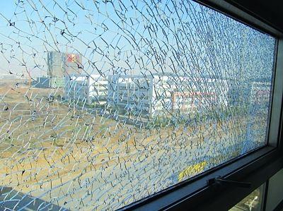 断桥铝窗户玻璃自爆