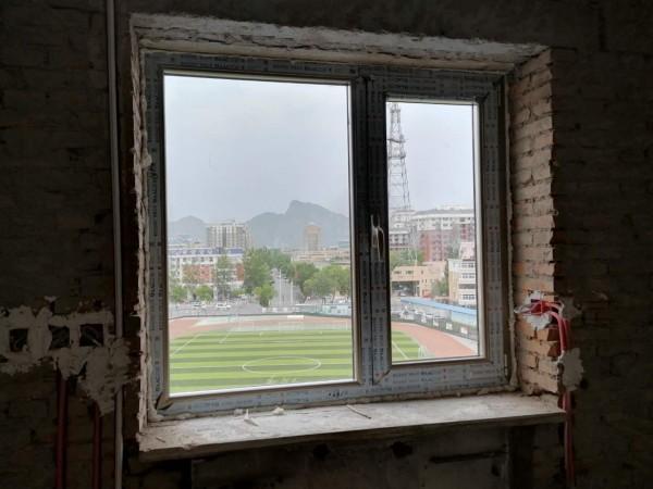 断桥铝窗户